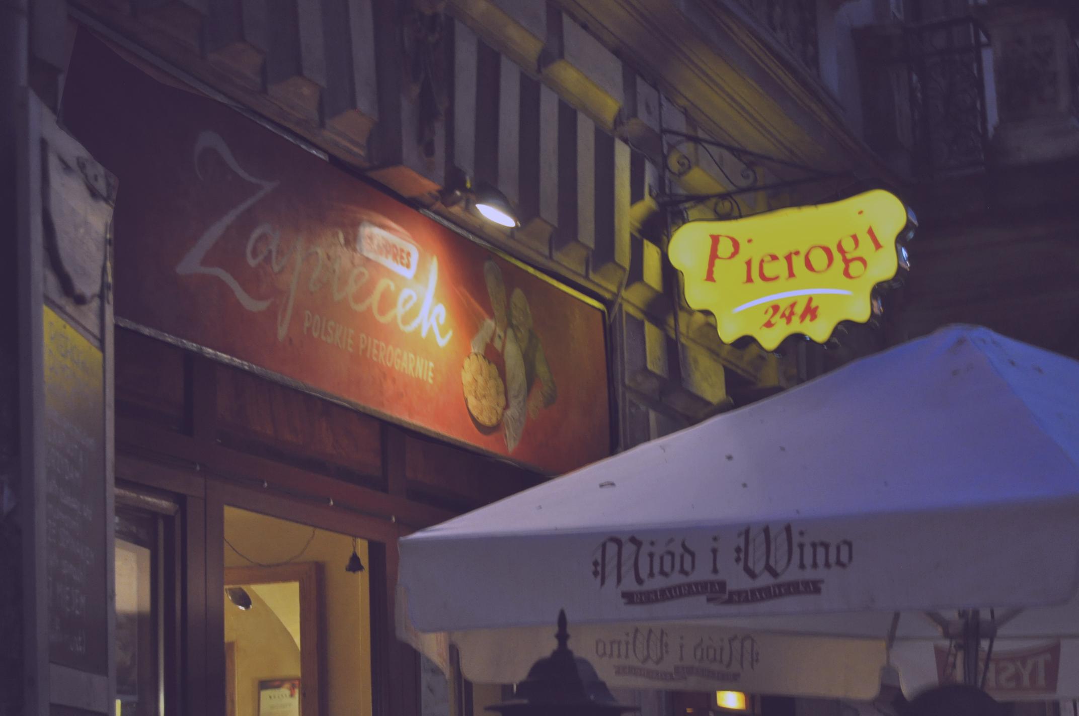 Zapiecek – całodobowa pierogarnia na Sławkowskiej [jedzenie nocą w Krakowie]