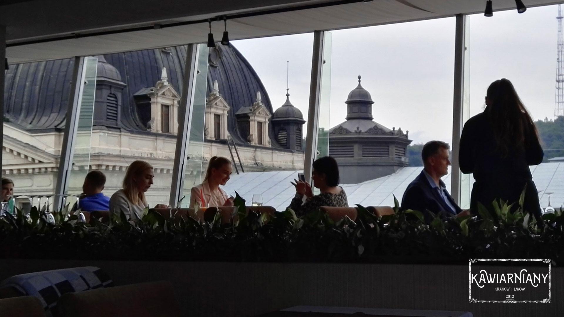 Co i gdzie jeść we Lwowie? Restauracja hotelu Panorama, Prospekt Swobody 45, Lwów. Obiad z widokiem na Operę