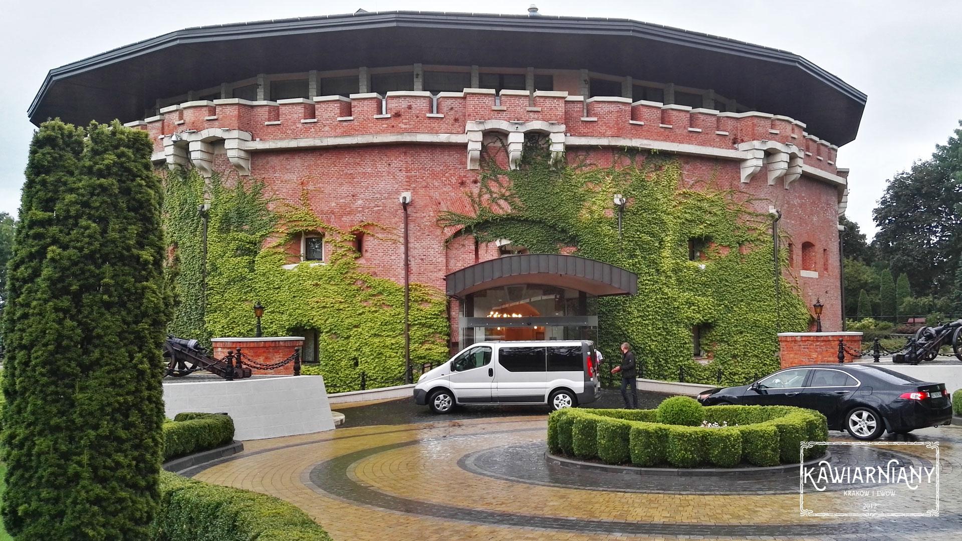 Restauracja w hotelu Citadel Inn, ul. Hrabowskiego 11, Lwów. Obiad z widokiem w cieniu historii Cytadeli