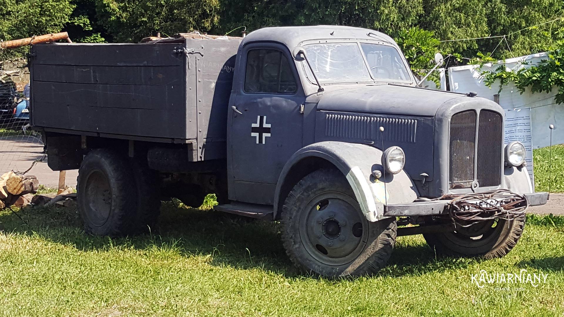 Nazistowskie emblematy we Lwowie