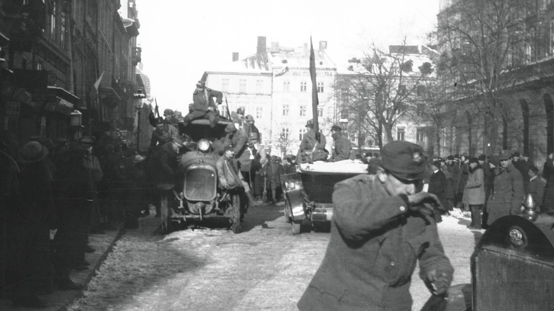 Listopad 1918 na Rynku we Lwowie, fot. NAC, 1-H-356-10