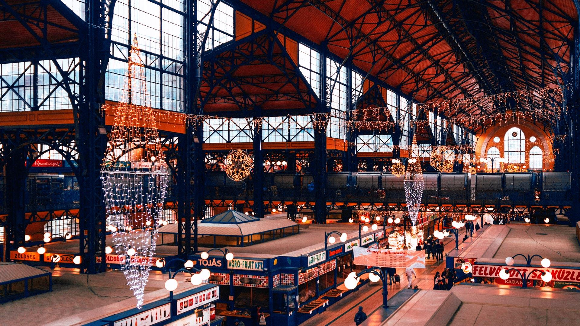Wielka Hala Targowa (Central Market Hall) w Budapeszcie. Najsłynniejszy bazar w mieście