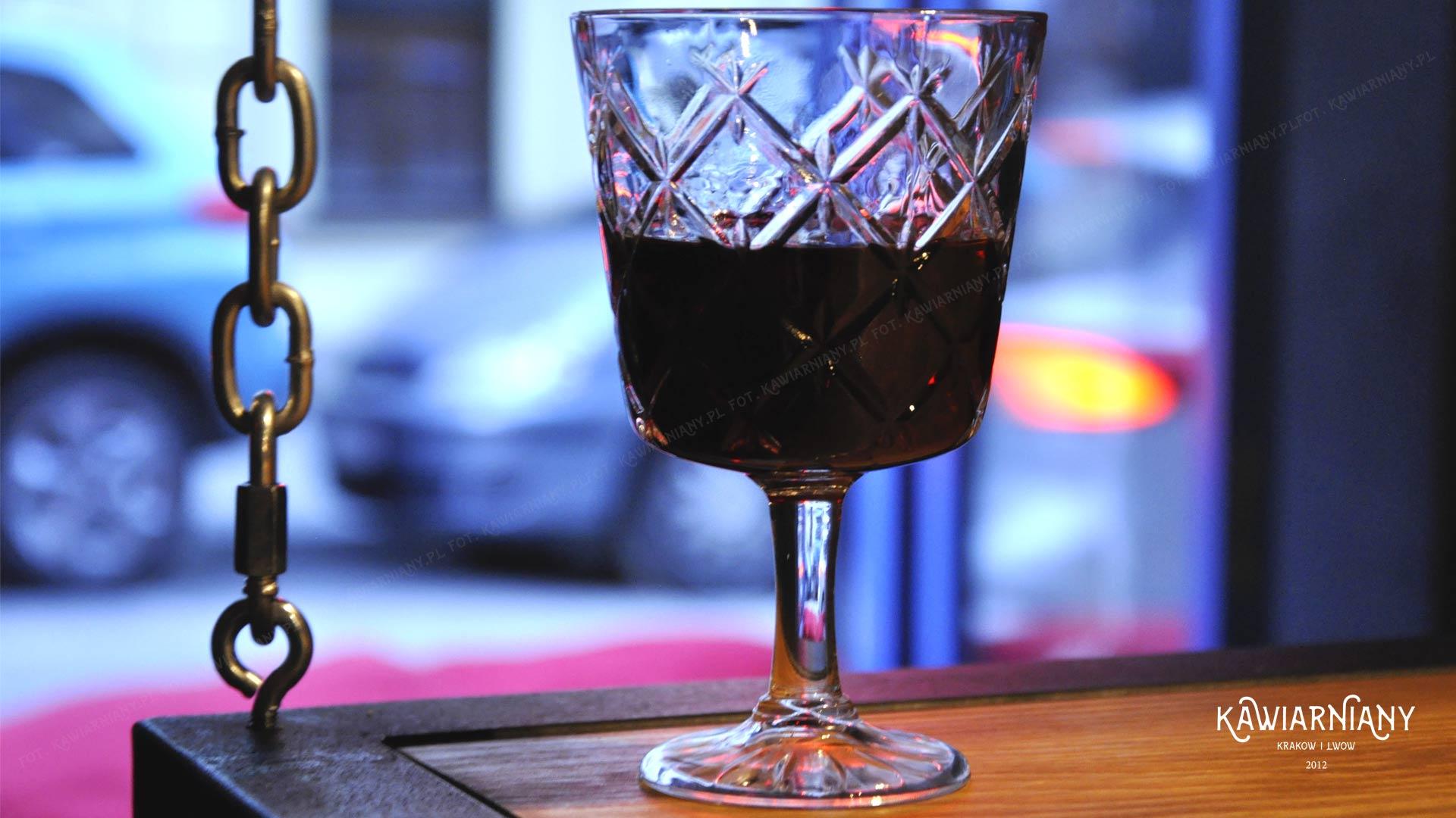 Wiśnioffka – wiśniowa nalewka na Kazimierzu. Czym różni się od Pijanej Wiśni ze Lwowa?