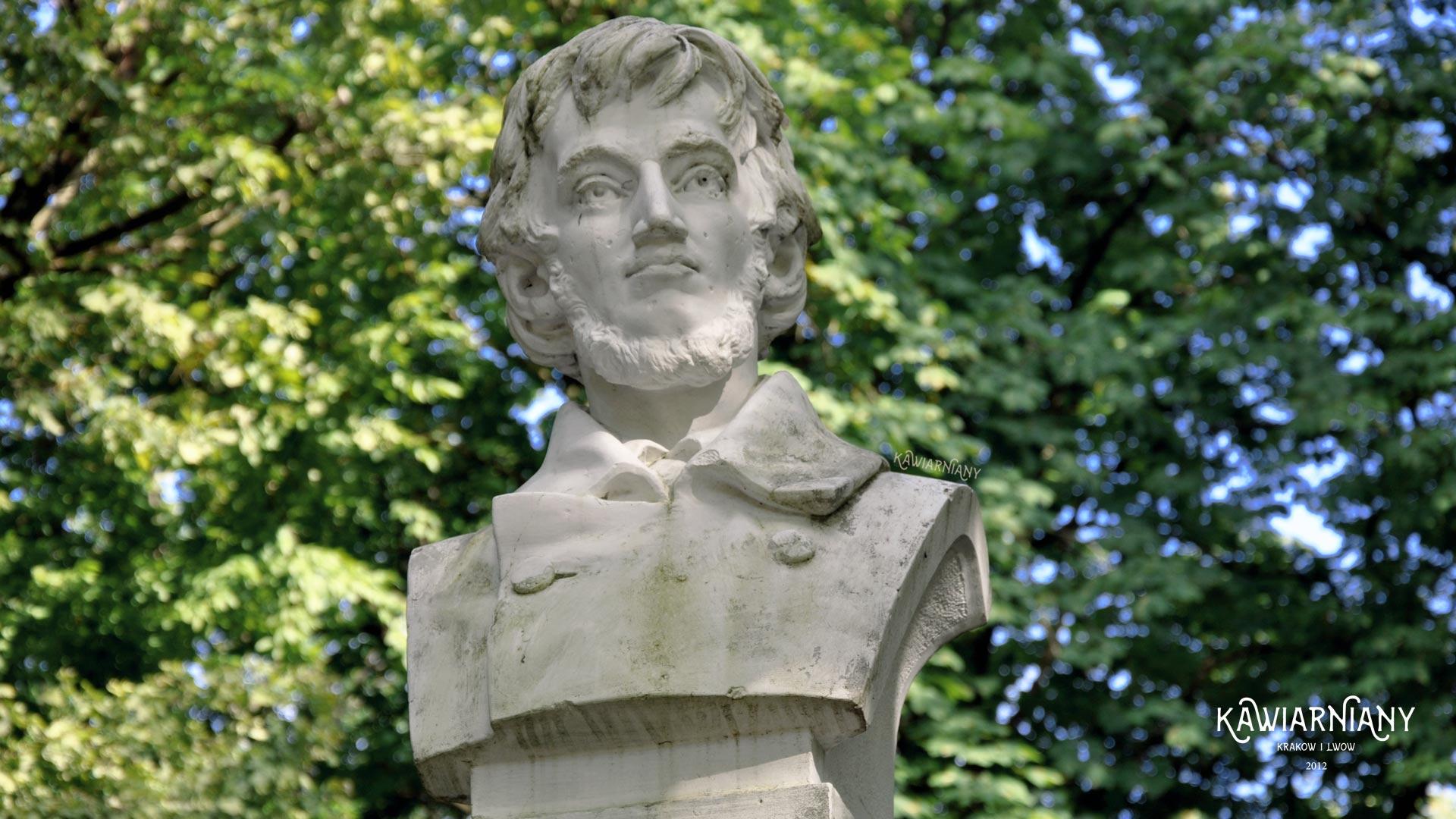 Pomnik Adama Mickiewicza w parku Adamówka w Truskawcu