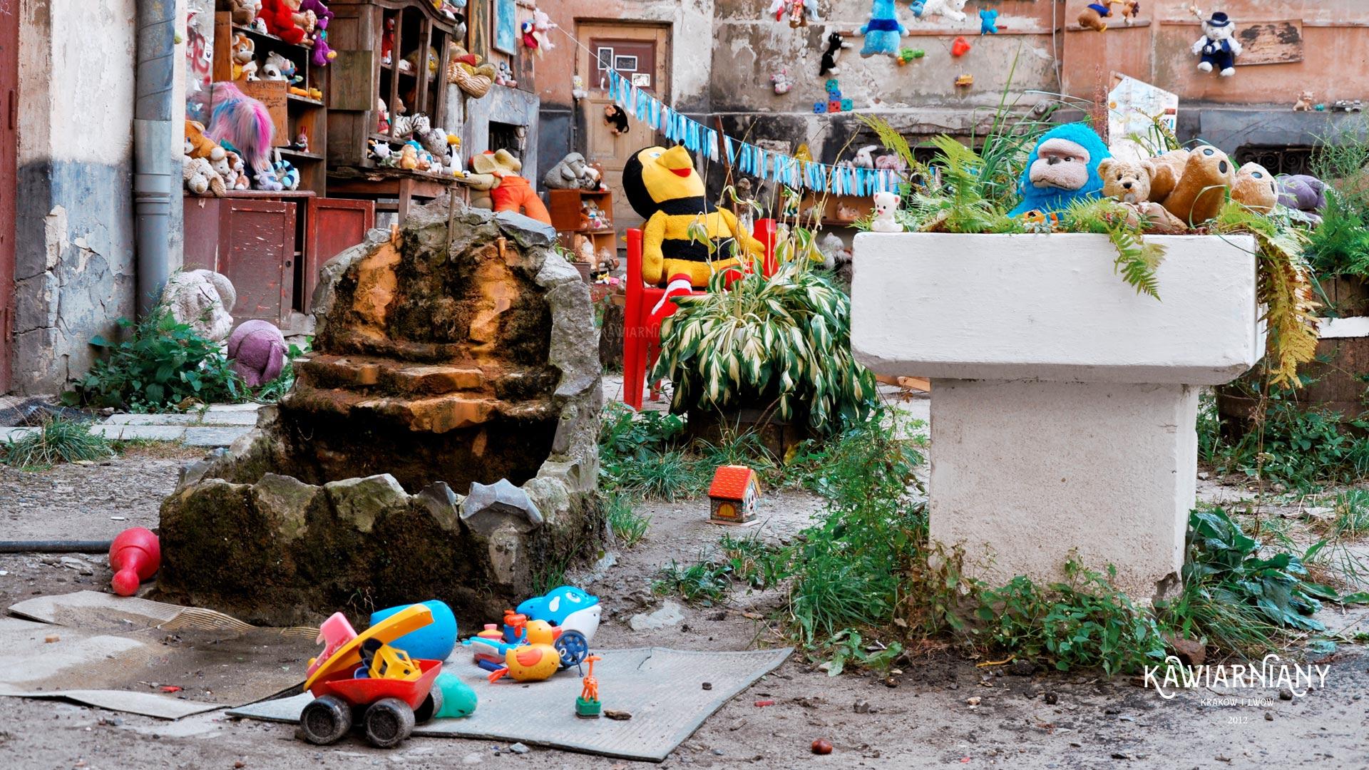 Podwórko Zaginionych Zabawek we Lwowie – najlepsza atrakcja dla dzieci?