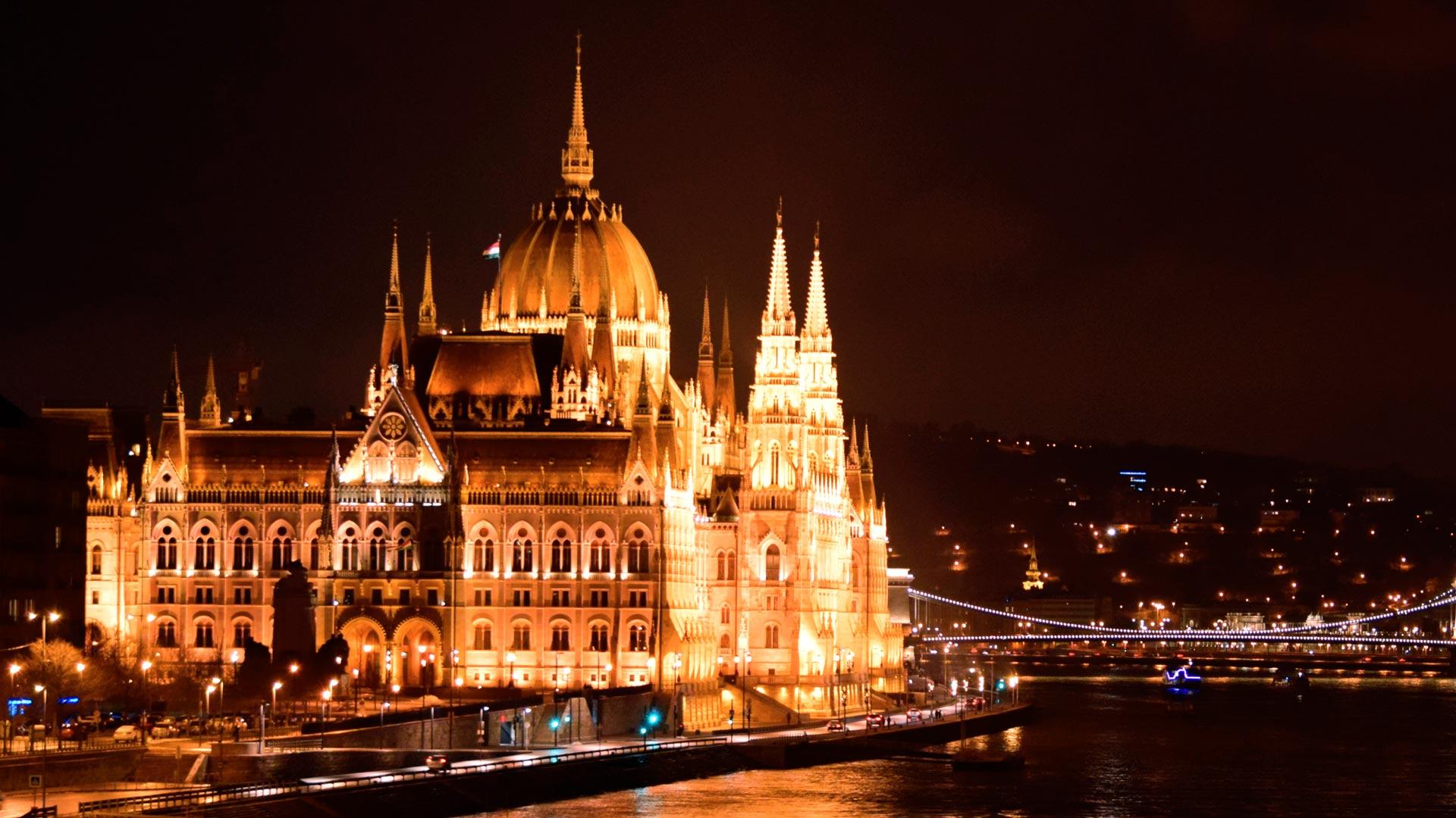 Budapeszt nocą. Tak wygląda Parlament i co warto zobaczyć?