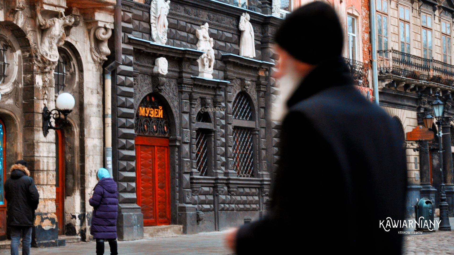 Rynek we Lwowie – kamienice, fontanny, Ratusz. Zdjęcia i opis