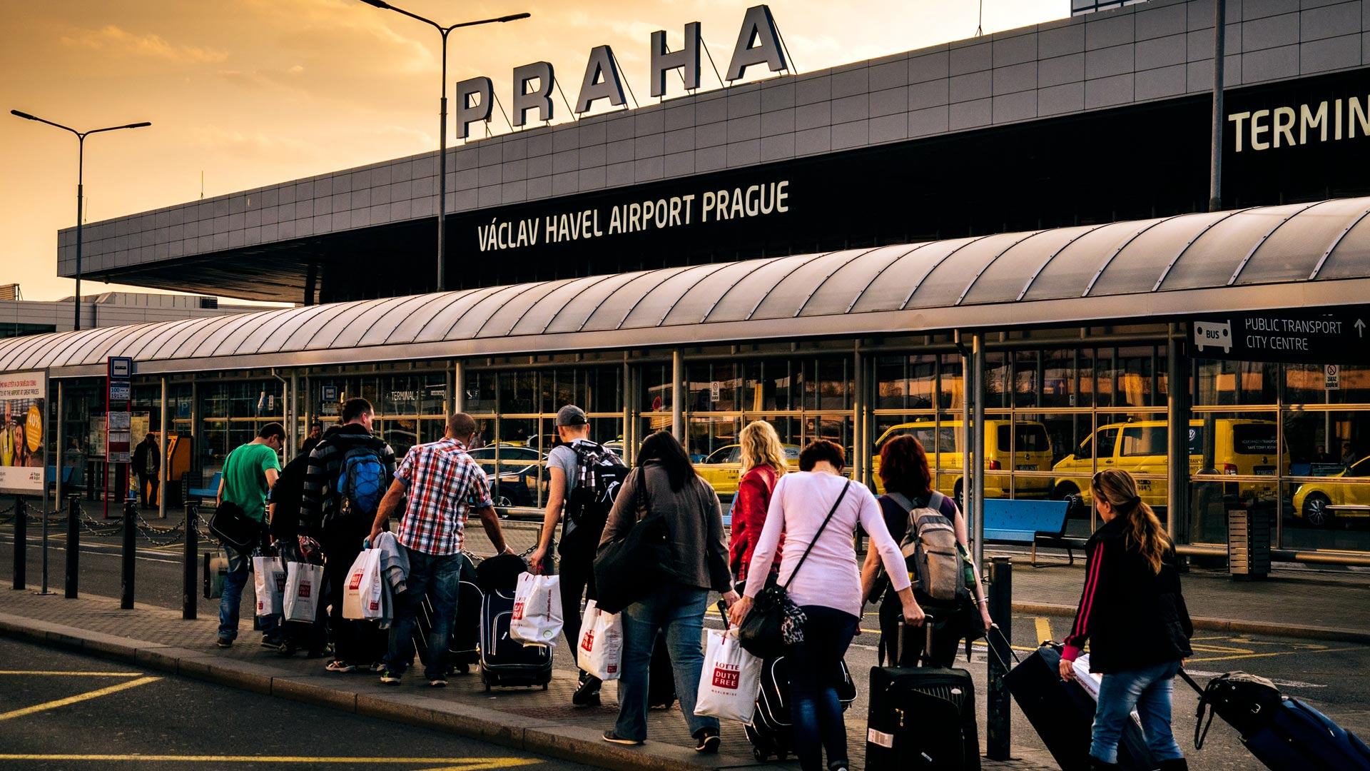 Praga – jak dojechać z lotniska do centrum? 4 sposoby