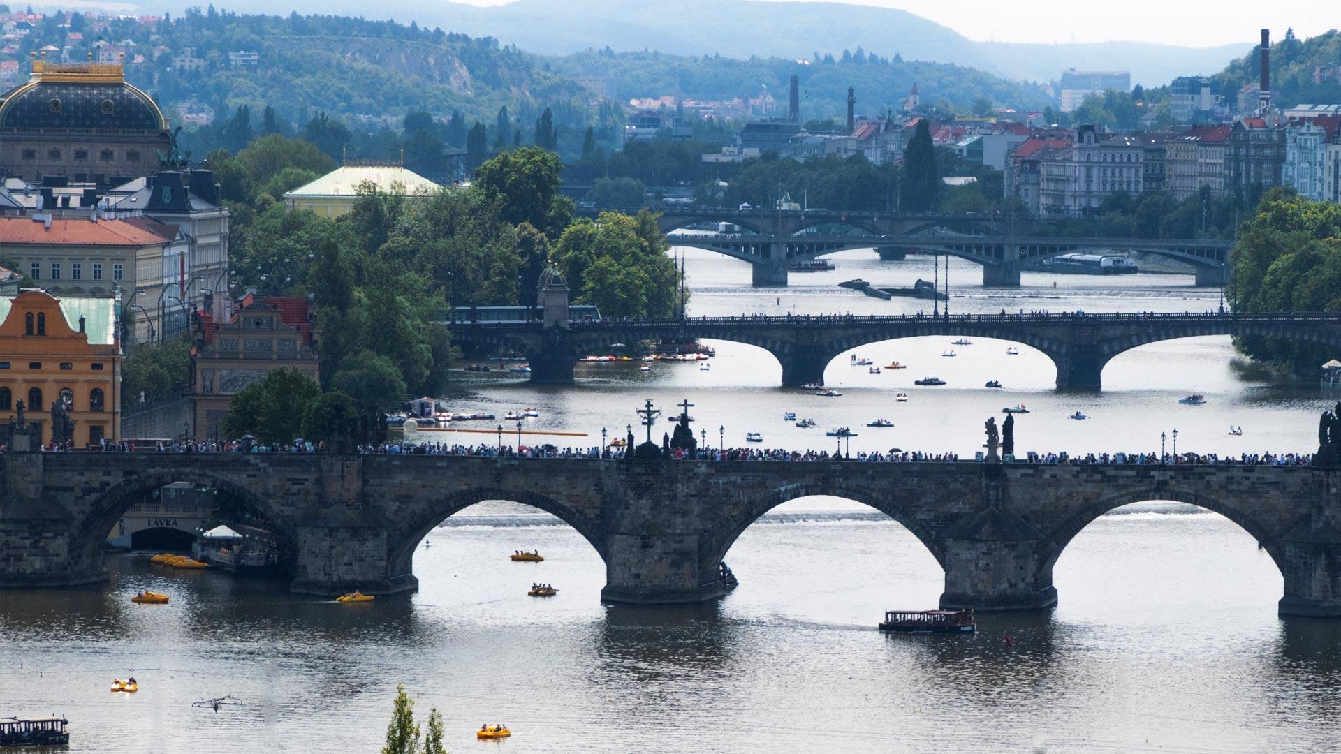 Od ilu lat alkohol w Czechach i w Pradze? Ile by kupić i legalnie pić