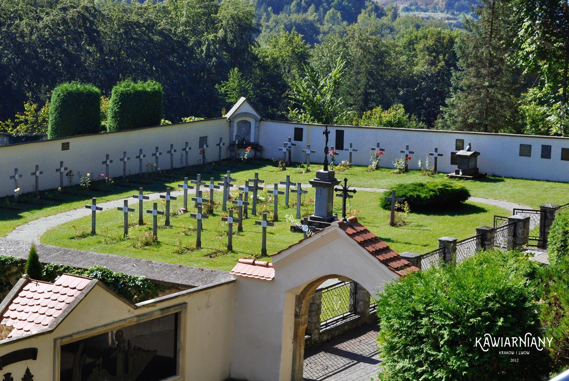 cmentarz przy klasztorze w Czernej
