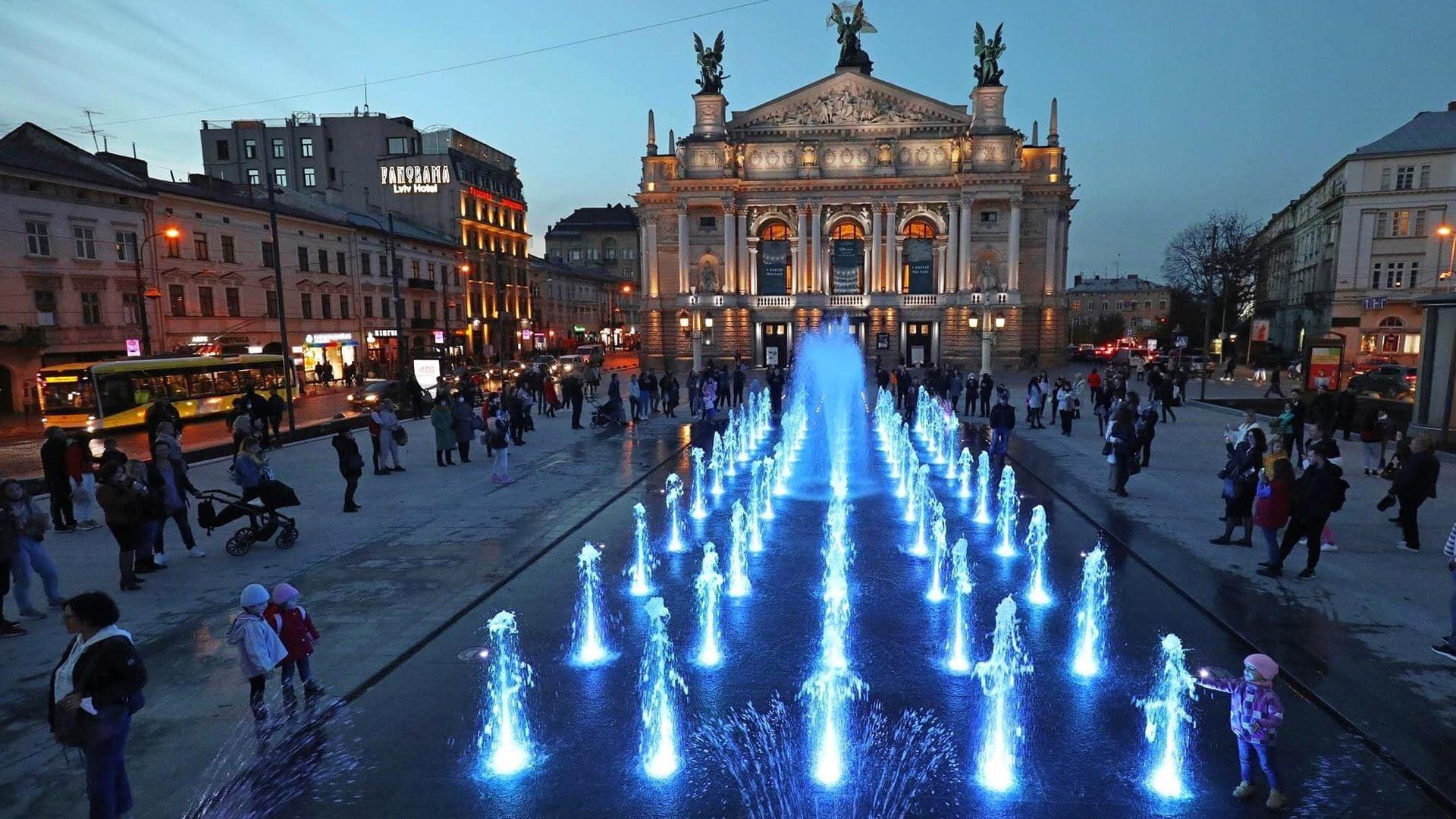 Tak wygląda NOWA fontanna przed operą we Lwowie. Zobacz wideo!