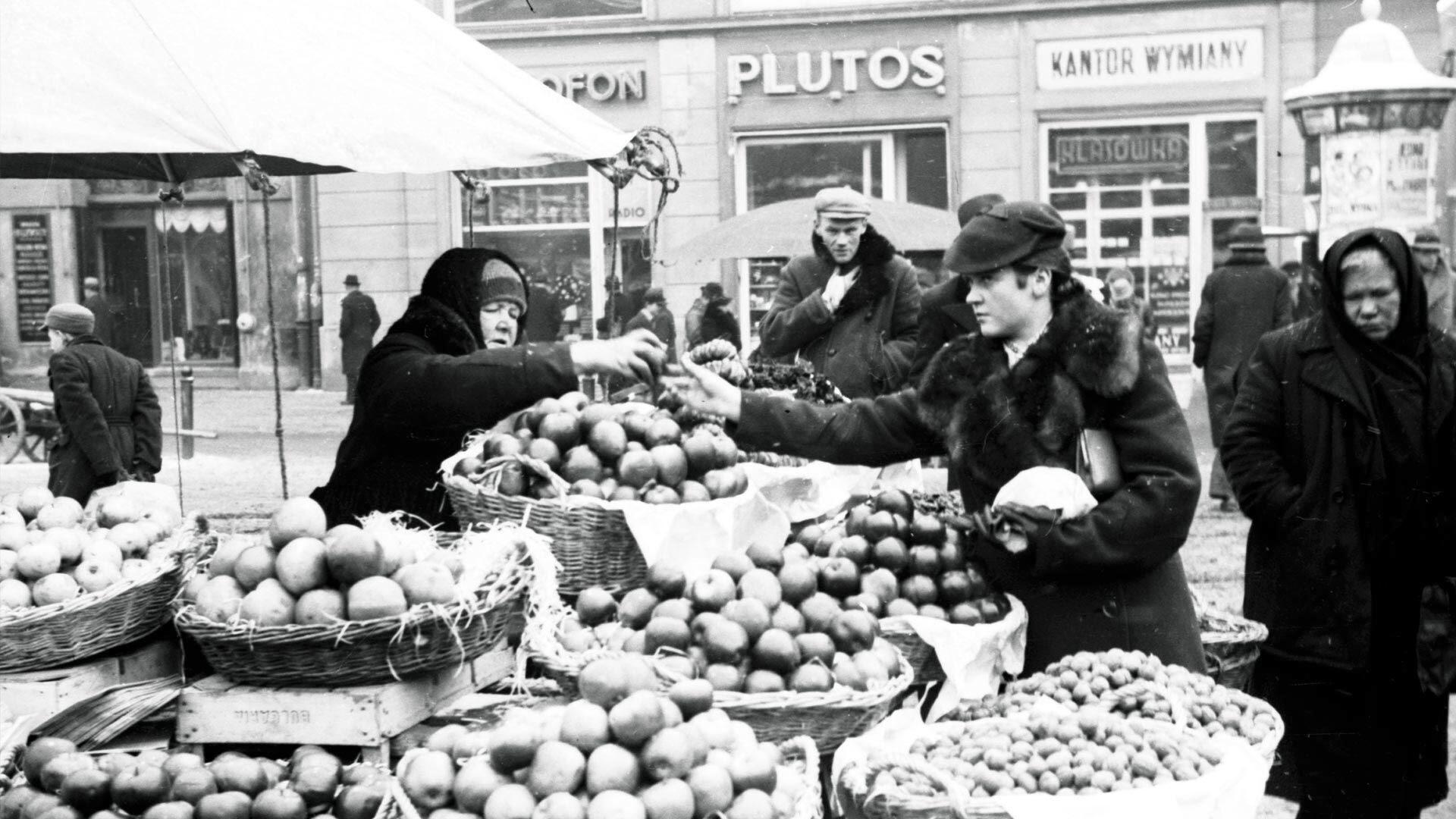 Jarmark Bożonarodzeniowy w Krakowie 1932. Co można było kupić przed wojną?