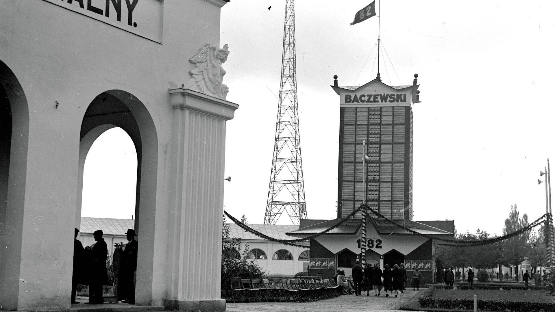 We Lwowie stał budynek w kształcie… karafki Baczewskiego! Oto jego losy