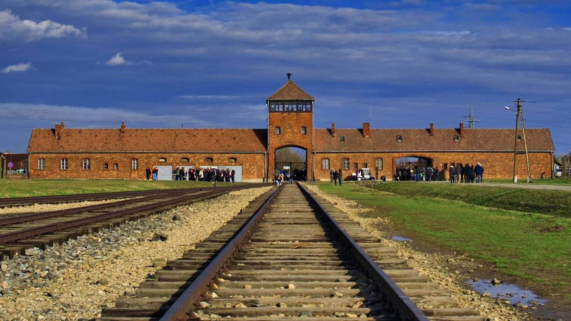 Ile kosztuje zwiedzanie Auschwitz w Oświęcimiu? Cennik 2021
