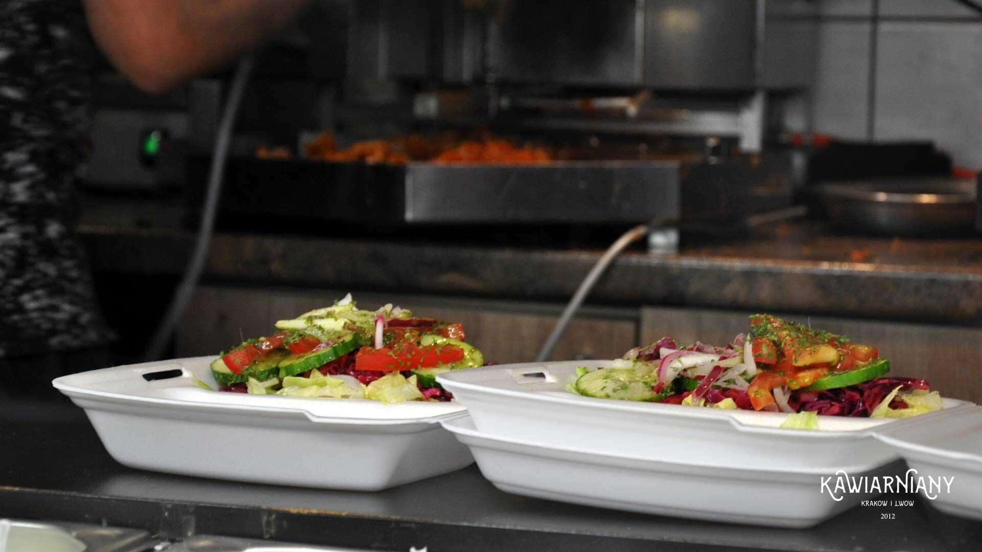 Kebab Cezar przy pl. Inwalidów – ceny, menu i godziny otwarcia